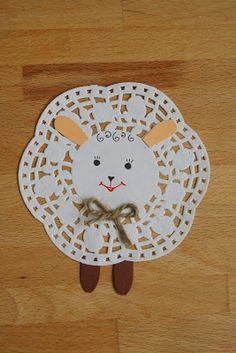 Lamb crochet idea from doily Easter Art, Easter Crafts For Kids, Baby Crafts, Preschool Crafts, Diy For Kids, Spring Projects, Spring Crafts, Scripture Crafts, March Crafts