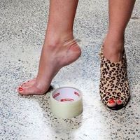Useful Life Hacks and Products to Make New Heels More Comfortable New shoes killing your feet? A patch of cello tape over an area you think will blister for a smoother breaking-in phase.These are a few tips for beating the blisters for a smoother bre Simple Life Hacks, Useful Life Hacks, Mode Shoes, Do It Yourself Jewelry, Fashion Shoes, Fashion Tips, 50 Fashion, Short Girl Fashion, Fashion Hacks