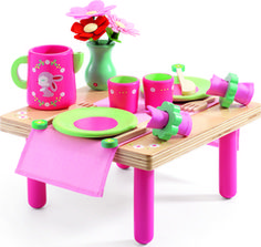This adorable wooden role play toy from Djeco provides the perfect setting for your freshly prepared play food. Complete with plates, cutlery & beakers for two. Puzzle Crafts, Wooden Playset, Non Toxic Paint, Play Food, Kitchen Sets, Baby Kind, Imaginative Play, Flower Vases, Flowers