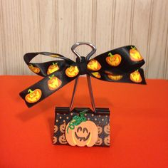 Halloween Photo Clip Halloween Photos, Holidays Halloween, Halloween Treats, Halloween Diy, Halloween Decorations, Binder Clips, Bag Clips, Decorated Clothes Pins, Binder Decoration