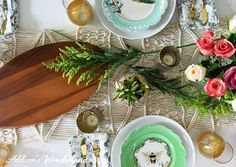 A Summer table setting that is perfect for your next vintage chic dinner party! Get entertaining and table display ideas from Addison's Wonderland!