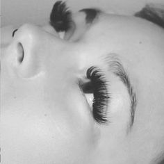 Useful Guide To Eyelash Extensions: Russian Lashes? – My hair and beauty How To Draw Eyelashes, Fake Eyelashes, Long Lashes, Eyelash Extensions Styles, Volume Lash Extensions, Russian Volume Lashes, Makeup Brush Storage, Eyelash Sets