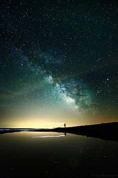 Mindblown man, by Suren Manvelyan. Beautiful Sky, Beautiful Landscapes, Beautiful World, Of Wallpaper, Galaxy Wallpaper, Night Photography, Landscape Photography, Landscape Photos, Sky Full Of Stars