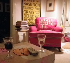 POP of color / Liz Kingstone I sat in that chair drinking wine last night! It's very comfy!
