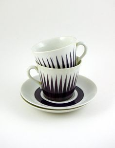 Two Upsala Ekeby Astra Cups and Saucers Designed by Eugen Trost From bitofbutter Coffee Cups, Tea Cups, Teapots And Cups, Plate Design, Tea Ceremony, Ceramic Cups, Cup And Saucer, Chocolate, A Table