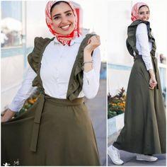 Street fashion style – Just Trendy Girls Hijab Style Dress, Modest Fashion Hijab, Casual Hijab Outfit, Muslim Fashion, Fashion Dresses, Modest Dresses, Modest Outfits, Simple Dresses, Skirt Outfits