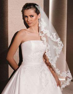 ivory wedding veil floral lace trimmed fingertip length veil