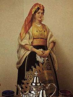 Femme juive portant grande robe avec theiere juive marocaine...jpg