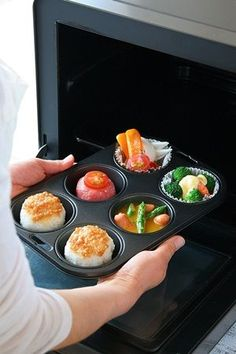 If you are ready, put it in the oven and leave it to the rest ♪ Let's clean up and do other housekeeping again in the meantime! Bento Recipes, Cooking Recipes, Healthy Recipes, Menue Design, Bite Size Snacks, Portable Food, Exotic Food, Cafe Food, Food Presentation