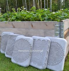 Annukan aurinkoiset: Betonilaatat Outdoor Sofa, Outdoor Living, Outdoor Furniture Sets, Outdoor Decor, Concrete Cement, Cement Crafts, Green Trees, Outdoor Gardens, Diy And Crafts