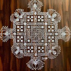 Simple Rangoli Designs Images, Free Hand Rangoli Design, Rangoli Border Designs, Rangoli Designs With Dots, Rangoli With Dots, Beautiful Rangoli Designs, Rangoli Colours, Rangoli Patterns, Rangoli Ideas