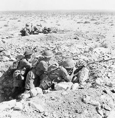 World War II - Australian troops of the british commonwealth Forces man a front-line trench during the Seige of Tobruk North African Campaign,August 1941 North African Campaign, Erwin Rommel, Italian Army, Anzac Day, War Image, African History, British Army, Luftwaffe, Military History