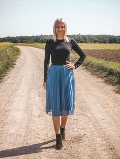 Mein liebstes Spätsommer-Outfit mit Plisseerock Basic Fashion, German Fashion, Fashion Weeks, Outfit Posts, Your Style, Midi Skirt, Style Inspiration, Lifestyle, Pantone