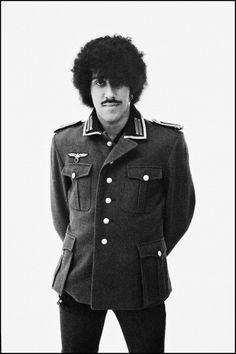 Phil Lynott, of Thin Lizzy, wearing a World War II German military. Rock N Roll Music, Rock And Roll, Lemmy Motorhead, Irish Rock, Thin Lizzy, Greatest Rock Bands, Fallen Heroes, Rock Legends, Cool Guitar