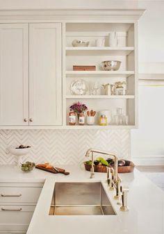 Small light kitchen (via Bloglovin.com )