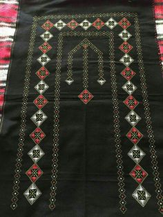 This Pin was discovered by Afi Hobbies And Crafts, Diy And Crafts, Swedish Weaving, Bargello, Home Deco, Hand Embroidery, Bohemian Rug, Needlework, Cross Stitch