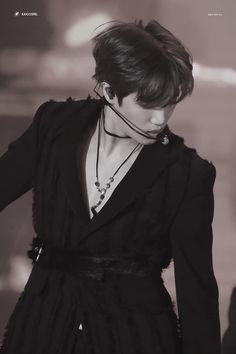 Cre : the owner/ as logo Exo Kai, Exo Chanyeol, Kyungsoo, Kaisoo, Kim Jong In, Chinese Boy, Looking Stunning, Music Awards, Korean Singer