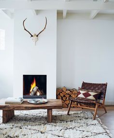 54 Cozy Fireplace Decor for Cottage Living Room Interior Design Scandinavian Fireplace, Cozy Fireplace, Living Room With Fireplace, Fireplace Ideas, Classic Fireplace, Simple Fireplace, Cottage Living Rooms, Home Living Room, Living Room Designs