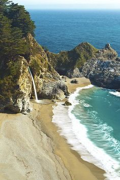 McWay Falls, Julia Pfeiffer Burns State Park, Big Sur, California - I loved it here! This is the only waterfall that spills into the Pacific Ocean. Oh The Places You'll Go, Places To Travel, Places To Visit, San Diego, Dream Vacations, Vacation Spots, Roadtrip, Adventure Is Out There, Palm Springs