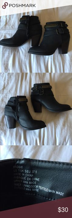 Black Ankle Booties! Gently Worn, great for winter w/ leggings, cute goes with anything. I wore these all the time, they still look new and are really clean, well taken care of. I accept offers! 🙌🏼😊 Leila Stone Shoes Ankle Boots & Booties