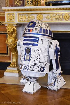 R2-D2 Empire Style by Alain Bellino