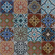 Nasztinak marokkoi motiv. akrillal festett befottes uveg fuszerrel Not sure what the above reads but I like these patterns and colors :)