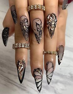 68 Beautiful Stiletto Nails Art Designs And Acrylic Nails Ideas 2020 - Lily Fashion Style Bling Acrylic Nails, Glam Nails, Best Acrylic Nails, Bling Nails, Cute Nails, Fancy Nails, Coffin Nails, Simple Stiletto Nails, Stiletto Nails Glitter
