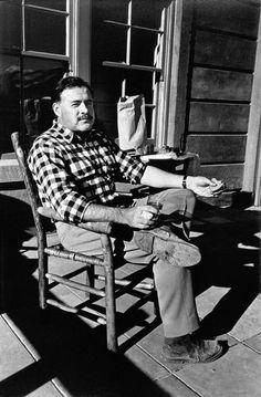 1940 Sun Valley, Idaho: Ernest Hemingway//Robert Capa