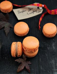 Autumn macarons - Pumpkin pie spice and cinnamon butter cream - found on Great British Chefs. If you try your hand at these, let me know how they turn out. Pumpkin Recipes, Fall Recipes, Cookie Recipes, Dessert Recipes, Thanksgiving Recipes, Macarons, Pavlova, Cinnamon Butter, French Macaroons