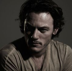 Luke Evans wants to drink your blood! | Moviepilot