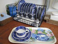 Pikkutalon elämää: Pikkutalon keittiössä Plates, Tableware, Kitchen, Home, Licence Plates, Dishes, Dinnerware, Cooking, Griddles
