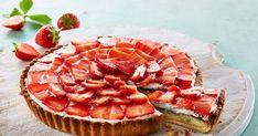 Smagen af dansk sommer - klassisk dansk jordbærtærte med mazarinbund og vaniljecreme.