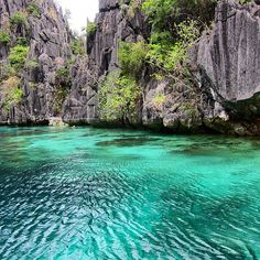 Vibrant turquoise waters of Twin Lagoon, Palawan, Philippines. Photo courtesy of bucketlistbums on Instagram.