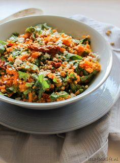Zomerse andijvie stamppot met zoete aardappel - It's a food life Sweet Potato Recipes, Lunches And Dinners, Fried Rice, Food Inspiration, Food Porn, Dinner Recipes, Good Food, Veggies, Vegetarian