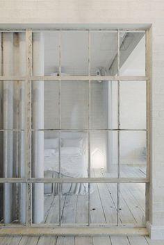 Un apartamento pequeño de estilo industrial