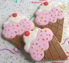 Ice cream cone cookies.
