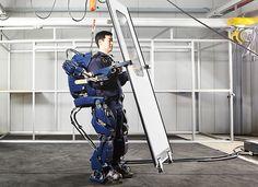 Un exoesqueleto robótico surcoreano, el congreso norcoreano, multas impunes, y más noticias de las Coreas.