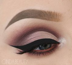 Gorgeous eye makeup #eyemakeup #makeup #glittergold