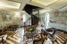 Sala de TV e área fitness do castelo. #hotel #viagem #trip