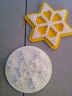 flocons de neige en perles Hama ou perles à repasser, Snowflakes #Noel #Christmas