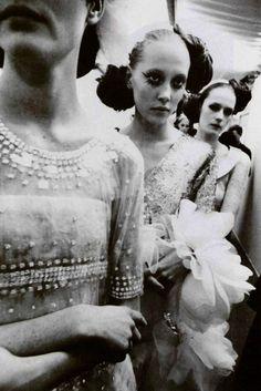 bienenkiste:  Chanel HC Spring/Summer 2000 backstage by Gérard Uferas