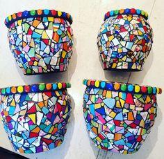 Mosaic Garden Art, Mosaic Tile Art, Mosaic Vase, Mosaic Flower Pots, Mosaic Artwork, Mosaic Diy, Mosaic Crafts, Gaudi Mosaic, Mosaic Furniture