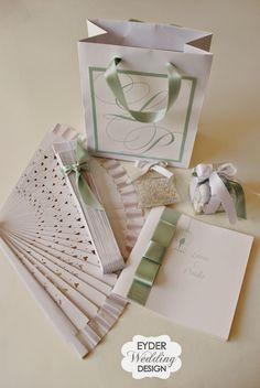 Cos'è una wedding bag ? Una squisita cortesia per i vostri ospiti, da posizionare all'ingresso in Chiesa o sui banchi, da riempire e persona...