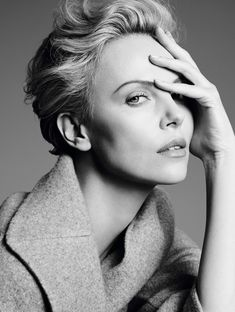 Charlize Theron - South African and American actress, producer, director, and fashion model. Photo by Karim Sadli for Dior Photography Women, Beauty Photography, Portrait Photography, Fashion Photography, Charlize Theron, Portrait Poses, Studio Portraits, Female Portrait, Foto Casual