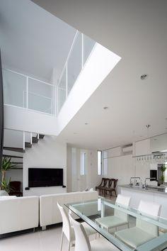 吹抜けにある一枚仕立てのカーテンが美しい家・間取り(京都府宇治市) | 注文住宅なら建築設計事務所 フリーダムアーキテクツデザイン