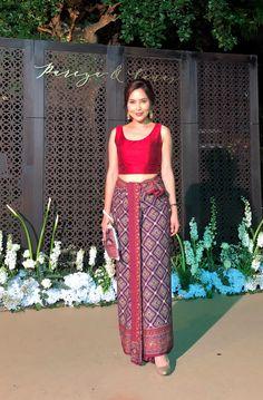 Traditional Thai Clothing, Myanmar Traditional Dress, Traditional Dresses, Thailand Fashion, India Fashion, African Fashion, Mode Batik, Myanmar Dress Design, Thai Fashion