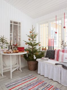 My ideal home — natural decor Summer Christmas, Swedish Christmas, Christmas Porch, Noel Christmas, Merry Little Christmas, Scandinavian Christmas, Country Christmas, All Things Christmas, Christmas Decorations