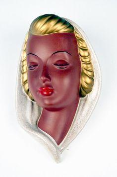 GOLDSCHEIDER WANDMASKE CARSTENS DAME KOPFTUCH DAKON WALL MASK MNR: 321 UM 1953 in Antiquitäten & Kunst, Porzellan & Keramik, Porzellan   eBay!