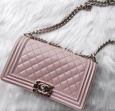 Chanel-Tasche, Chanel Taschen- und Schuhkollektion www. Dior, Luxury Bags, Luxury Handbags, Designer Handbags, Designer Bags, Luxury Designer, Coco Chanel, Chanel Boy Bag, Chanel Bags