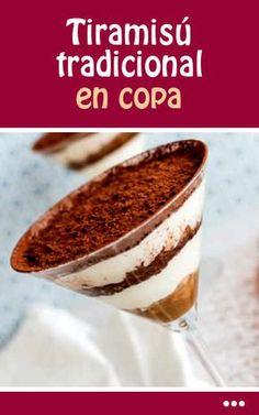 Tiramisú tradicional en copa Tiramisu Cups, Tiramisu Recipe, Small Desserts, Fancy Desserts, Sweets Cake, Cupcake Cakes, Banana Com Chocolate, Venezuelan Food, Alcoholic Desserts